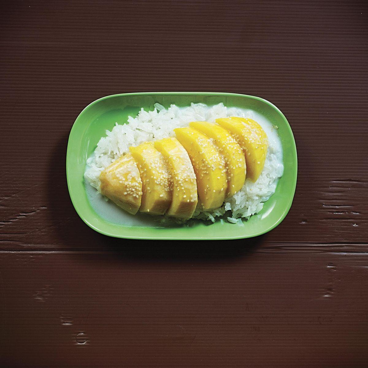 Mango with Sticky Coconut Rice (Kao Niaw)