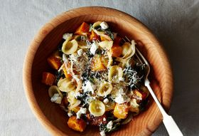 06c72d28-a05b-46ec-9cdd-19ae1775ec0d--2014-1014_orecchiette-with-roasted-butternut-squash-kale-carmelized-onion-012