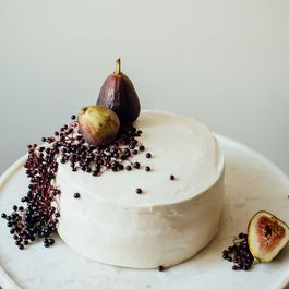 8d974e38 636e 4f7d 9d93 8dcd30dcbfbe  hazelnut layer cake w fig compote vegan cream cheese frosting dolly and oatmeal
