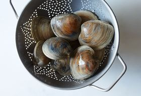64be5cdd-0f73-4e59-b702-851a18308602--all-about-clams_food52_mark_weinberg_14-07-01_0427