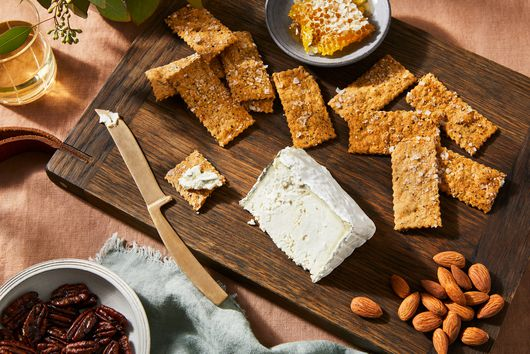 These Sourdough Starter Crackers Are a Cheese's BFF