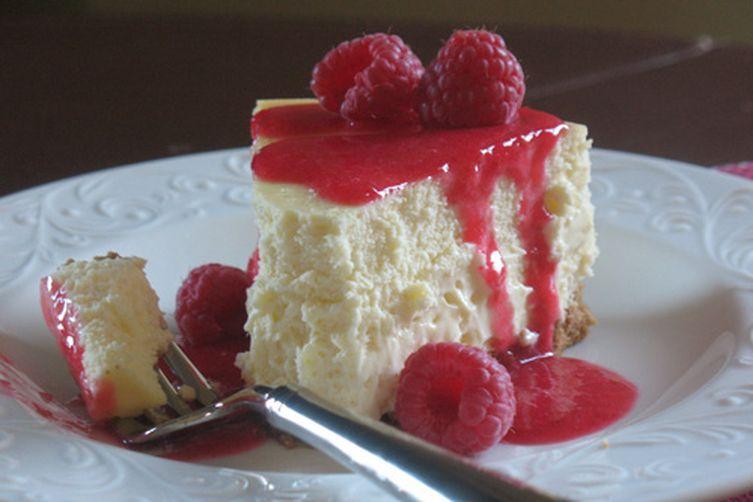 Vanilla Cheesecake with Raspberry Sauce