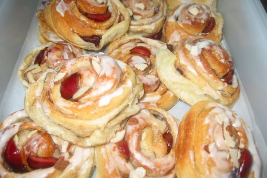 Cherry-Almond Cinnamon Buns