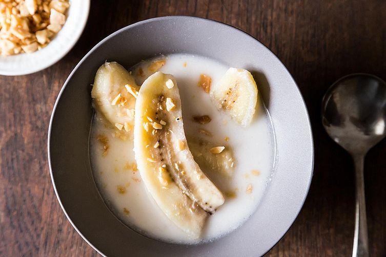 Your Ten-Minute Bowl of Bananas in Coconut Milk