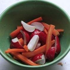 Quick Pickled Radishes and Carrots